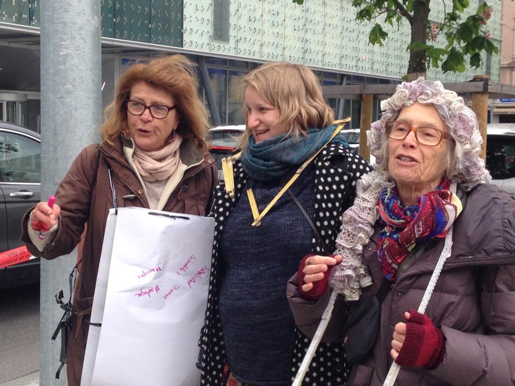 Soraya Berent (au milieu) : compositrice chanteuse relève le défi coopératif «Tu m'as vu?»